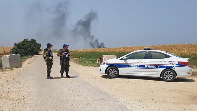 כוחות משטרה ליד גבול רצועת עזה (צילום: מתן צורי)