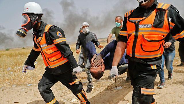 פצועים בהפרות סדר בגבול רצועת עזה (צילום: AFP)