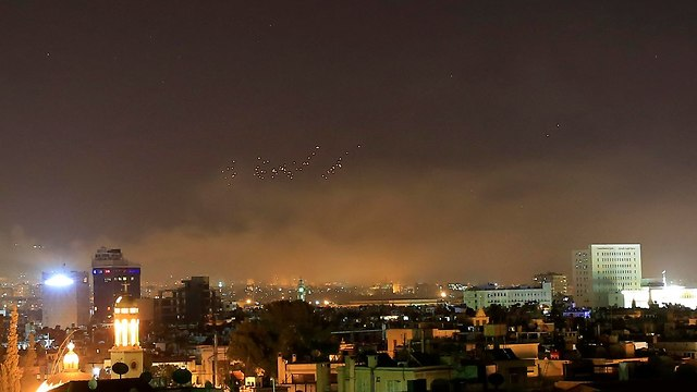 Зарево атаки над Дамаском. Фото: AP