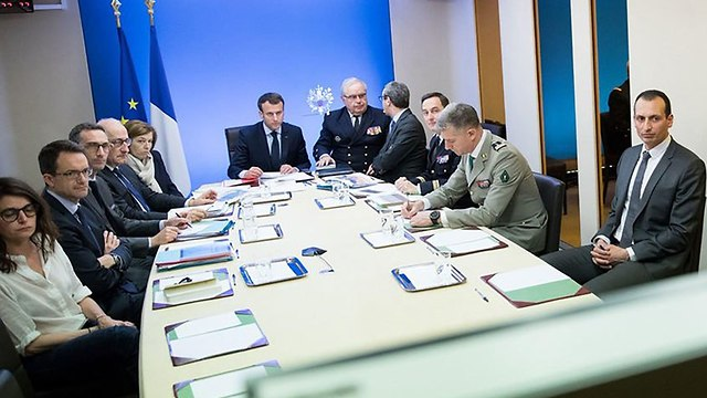 French President Macron with military and diplomatic advisers during the strike (Photo: AFP)