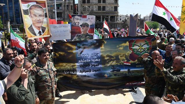 חגיגות בסוריה לאחר ההפצצה בחאלד ()