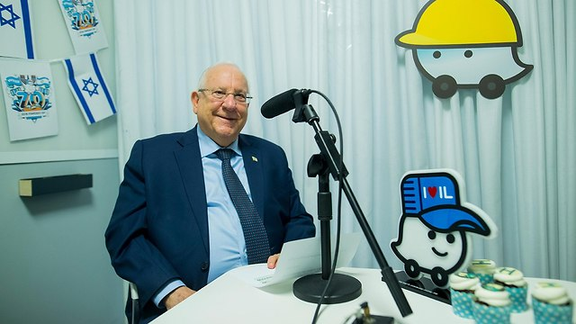 הנשיא ראובן ריבלין במשרדי חברת וויז (צילום: ויקטור לוי)