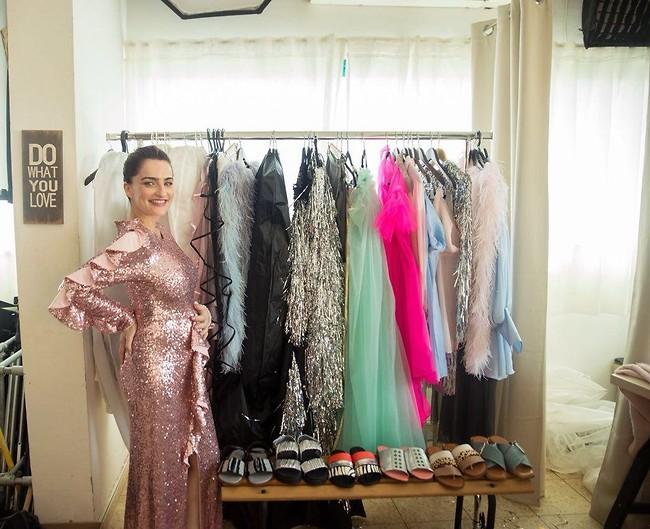 גם אנחנו לובשים שמלה כזו לעבודה (צילום: רותם לבל)