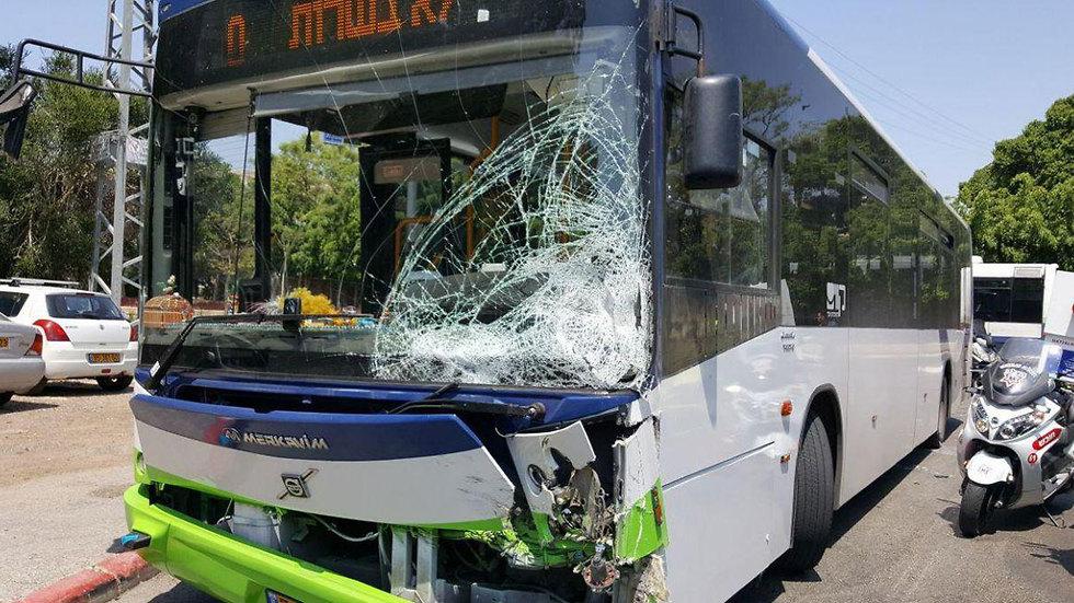 תאונת דרכים  רחוב קלצ'קין ב תל אביב (צילום: תיעוד מבצעי מד
