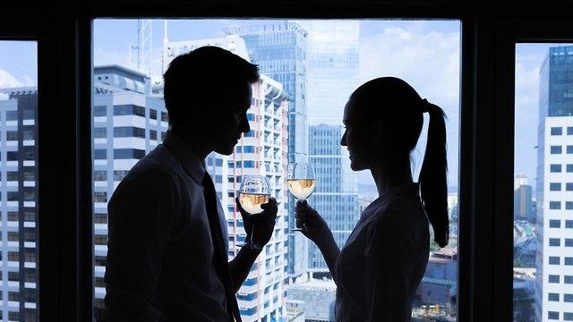 צלליות של גבר ואישה  (צילום: Shutterstock)