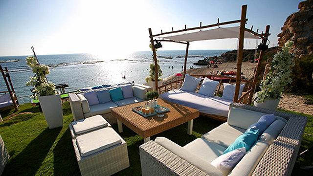 גן אירועים בנוף של הים (צילום: על הים יח