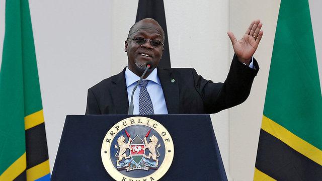 טנזניה נשיא ג'ון מגופולי אגרה 900 דולר כדי לפתוח בלוג ()