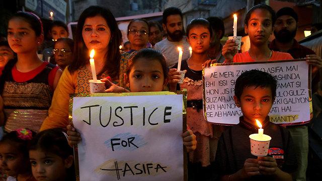 הודו הפגנות מחאה אונס נשים ילדה בת 8 (צילום: EPA)
