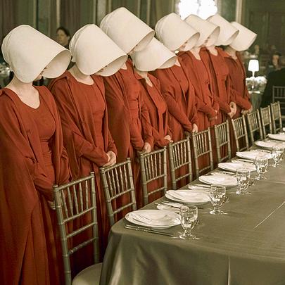 """ג'וזף פיינס: """"המפקד מאוים מנשים. את השפחה הוא הופך ללא אנושית"""""""