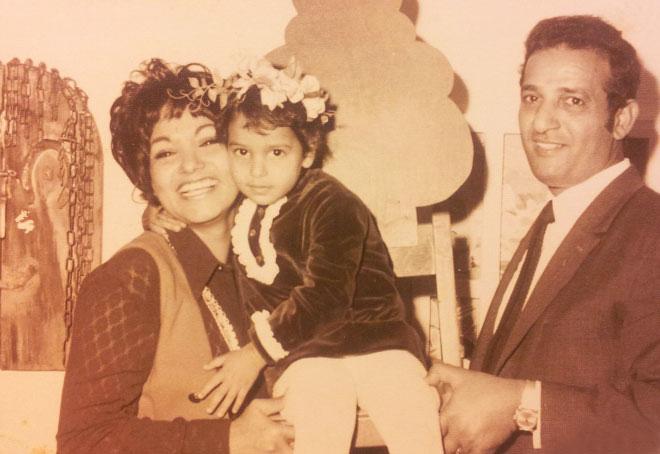 חוגגת יום הולדת עם אמא ואבא, רגע לפני שהמלחמה משנה את חיינו (צילום: אלבום פרטי)