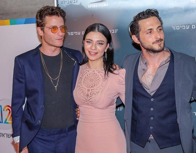כוכבים. נינט טייב, מיכאל אלוני ותומר קאפון (צילום: רפי דלויה)