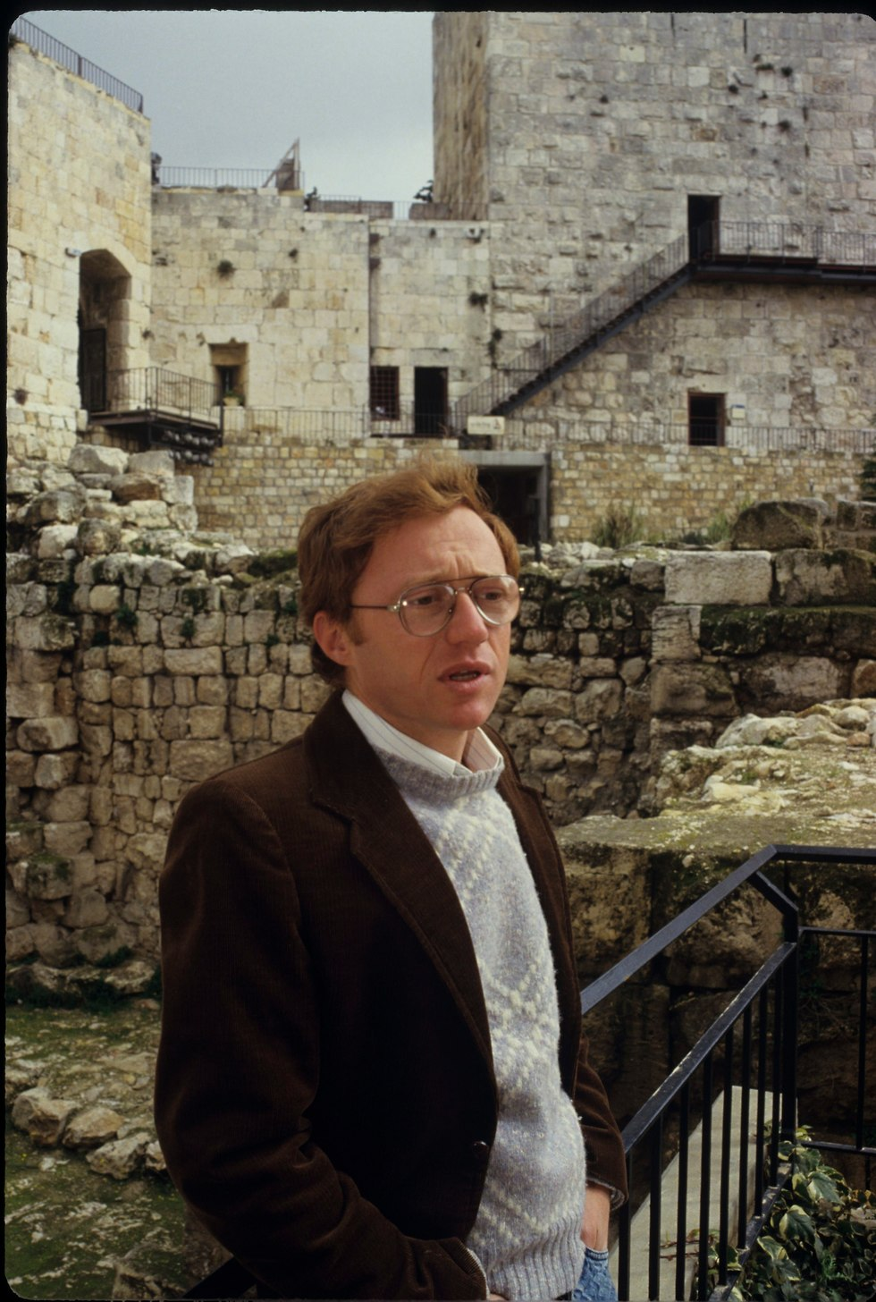 דויד גרוסמן בעיר דוד בירושלים, 1988 (צילום: דוד רובינגר)