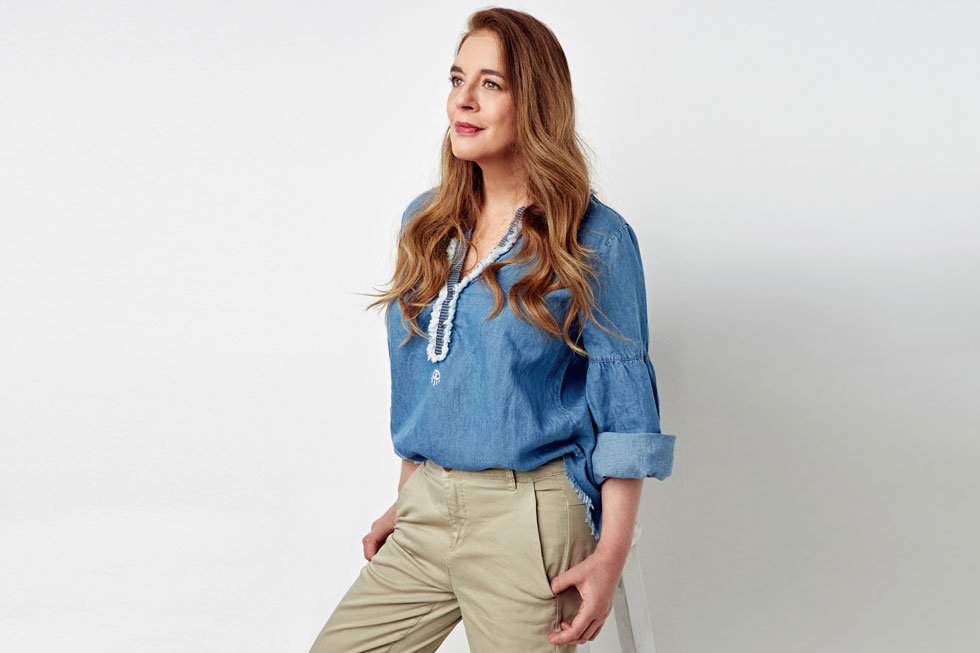 חולצת ג'ינס: כי הכל נראה טוב עם ג'ינס (צילום: לירן מור, סטיילינג: תמי ארד־ברקאי)