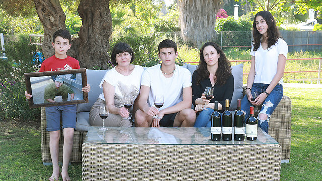 משפחתו של אהוד אפרתי  (צילום: דנה קופל)