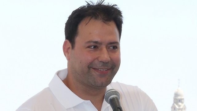 אריק זאבי מחייך (צילום: אורן אהרוני)