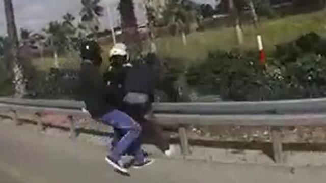 מרדף משטרה אחרי רוכב האופנוע (צילום: דוברות המשטרה)