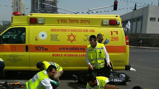 תאונת דרכים ברחוב מנחם בגין תל אביב (צילום: אנשי הדממה)