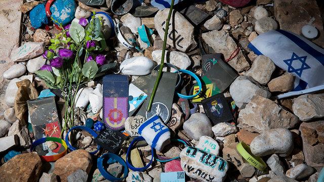 יום הזיכרון לחללי מערכות ישראל, בית עלמין הר הרצל בירושלים (צילום: EPA)