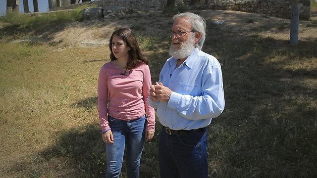 Yossi Sidkoni and his granddaughter on Ammunition Hill (Photo: Tal Shimoni)