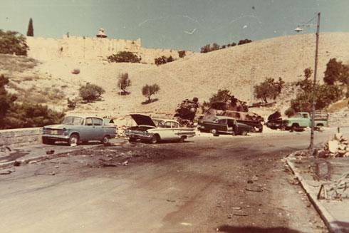 """תמונה מהאלבום הפרטי: ירושלים אחרי מלחמת ששת הימים. """"משק כנפי ההיסטוריה"""" (צילום רפרודקוציה: צביקה טישלר)"""