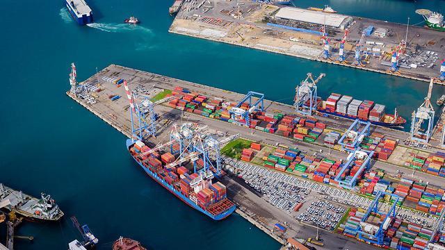 צילום אווירי נמל אשדוד (צילום: ישראל ברדוגו, israelonair.com)
