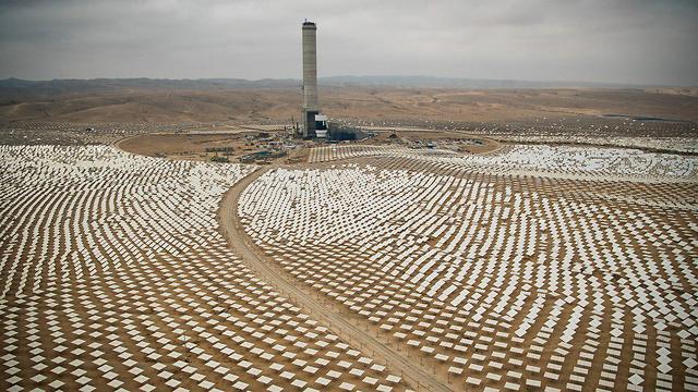The Ashalim solar power station in the Negev desert (Photo: Israel Bardugo, Israelonair.com)