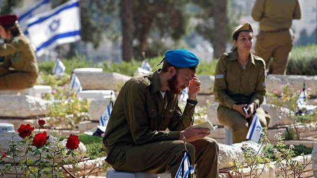 IDF soldiers at the 2018 Memorial Day service at Mount Herzl Military Cemetery (Archive) (Photo: Reuters)