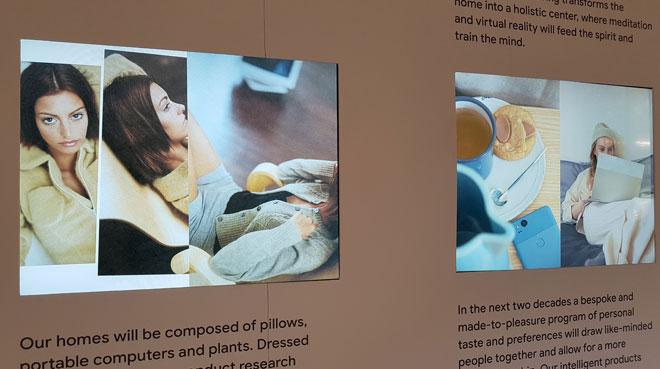על הקיר הצהרות הכוונות של אוצרת התערוכה, לי אדלקורט (צילום: ענת ציגלמן)