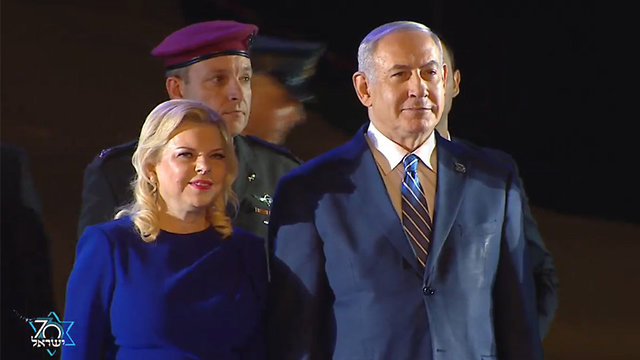 PM Netanyahu (R) and his wife entering the ceremony (Photo: Herzliya Studios)
