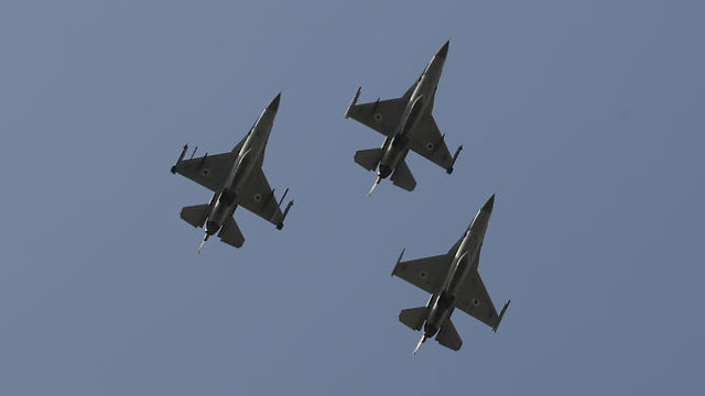 Fighter jets over the President's Residence in Jerusalem (Photo: Ohad Zwigenberg)