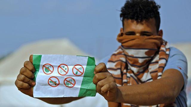 מפגינים ברצועת עזה צעדת השיבה (צילום: AFP)