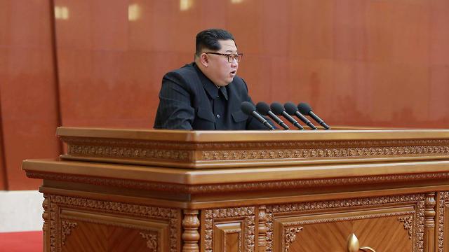 שליט קוריאה קים ג'ונג און באסיפה הכללית של מפלגתו (צילום: רויטרס)