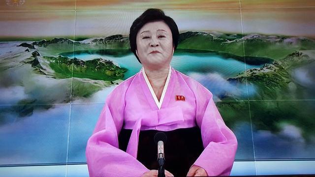 דיווח בטלוויזיה הצפון קוריאנית על השעיית תוכנית הגרעין ()