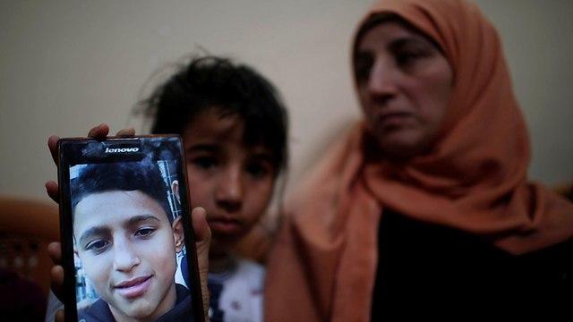 אימו של מוחמד איוב שנהרג מירי צלף בגבול עזה (צילום: רויטרס)