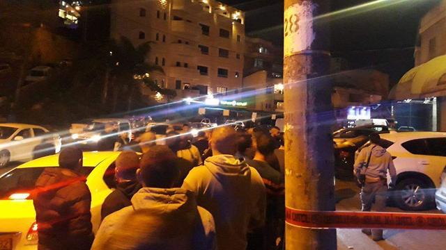 נזאר ג'השאן תושב נצרת  נורה בתוך מסעדה בנצרת ()