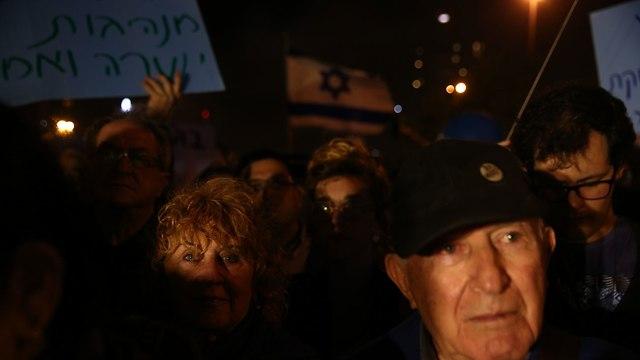 המחנה הציוני הפגנה מול בית המשפט העליון (צילום: אוהד צויגנברג)