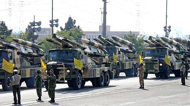 מצעד צבאי באיראן (צילום: AP)