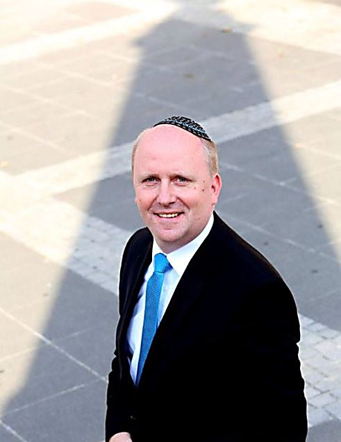 Deputy Mayor of Frankfurt Uwe Becker with his kippah (Photo: Rafael Herlich)