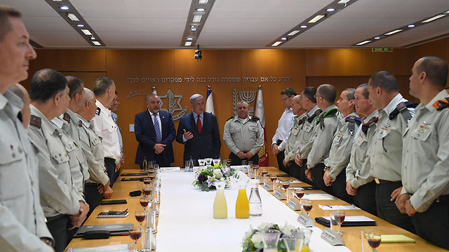 PM Netanyahu (center), flanked by Defense Minister Lieberman (L) and Chief of Staff Eisenkot (Photo: Kobi Gideon/GPO)