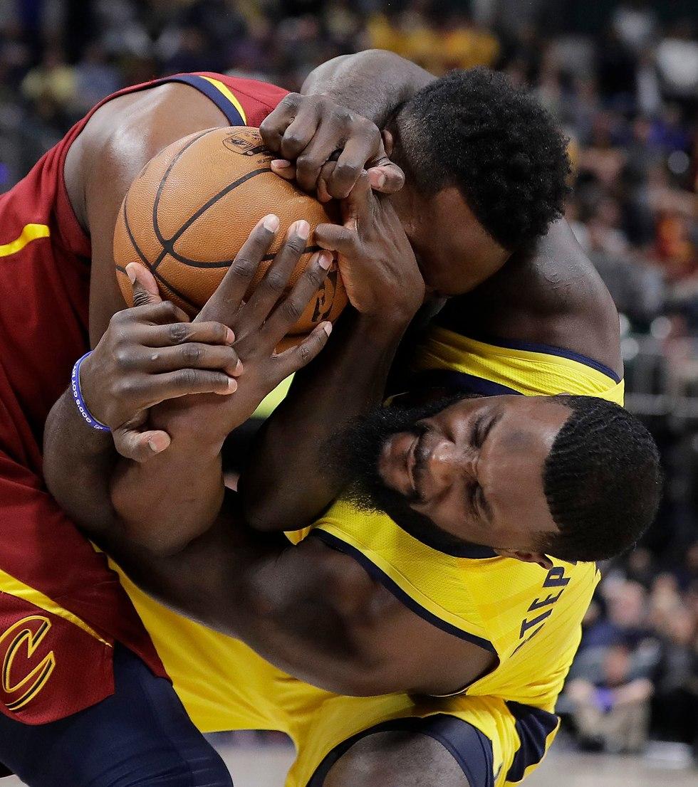 ככה נקראה משחק פלייאוף. סטיבנסון וגרין בפעולה (צילום: AP)