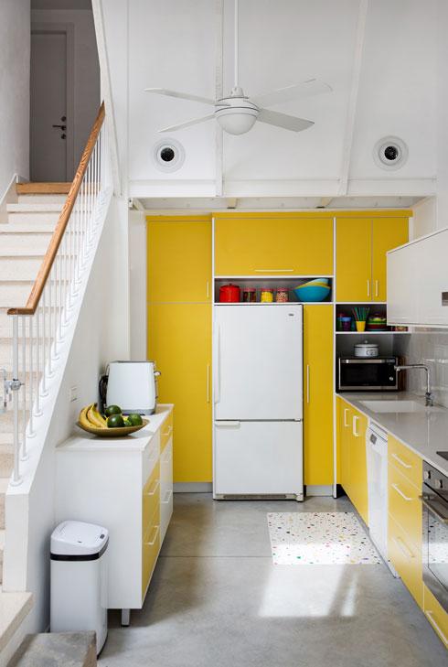 המטבח הוזמן בזול. המידות ושילובי הצבעים תוכננו בקפידה (צילום: שירן כרמל)