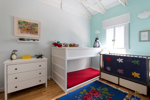 חדר הילדים למעלה. הגדול בחר את צבע הקיר (צילום: שירן כרמל)