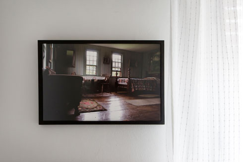 ''מחבוא'', עבודה של הדסה גולדויכט. רוב היצירות שנבחרו הן של אמני החממה ביריד (צילום: שירן כרמל)