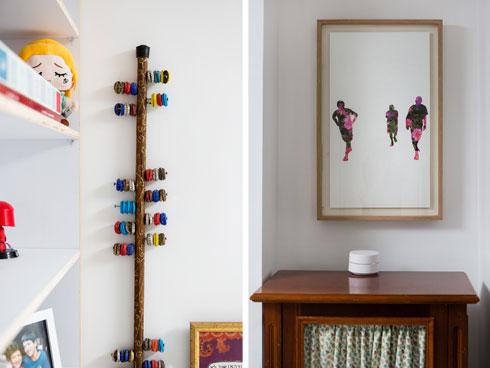 מימין עבודה של דרור אבירם, אדריכל הבית. משמאל רעשן מפקקים, יצירה של בנו של המוסכניק (צילום: שירן כרמל)