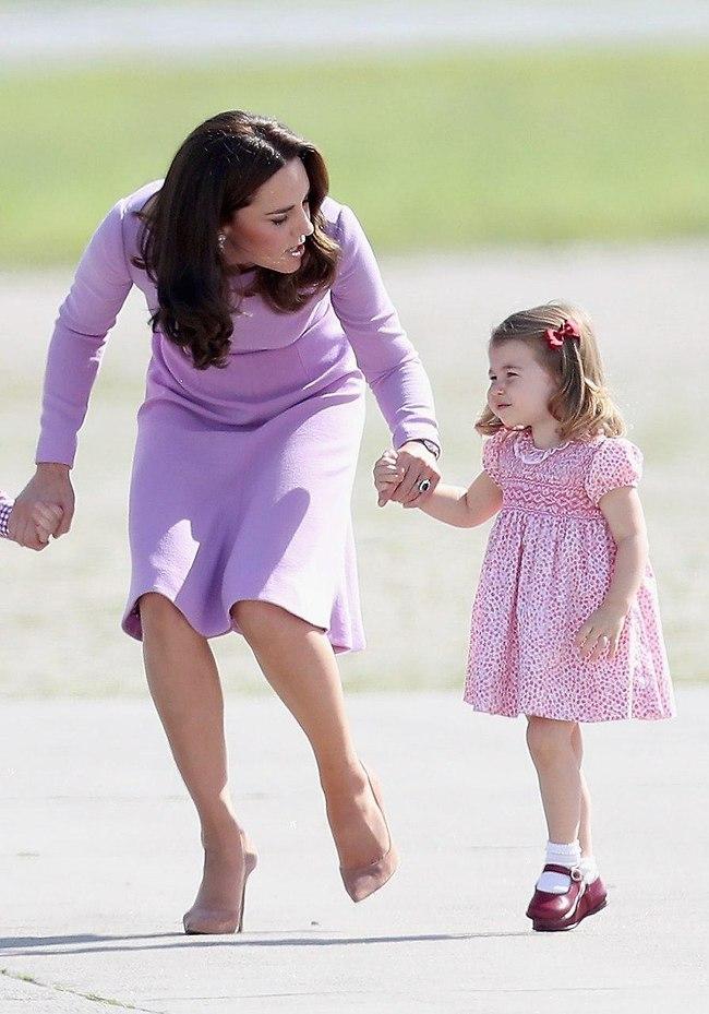 אותך לסבתא! הנסיכה שרלוט וקייט מידלטון (צילום: gettyimages)