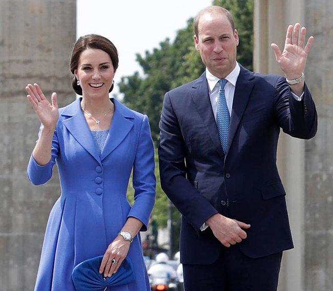 לא מאמינים בטכנולוגיה. הנסיך וויליאם וקייט מידלטון (צילום: AP)