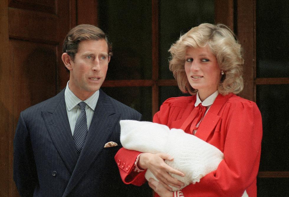 ההשראה של קייט מידלטון השבוע: הנסיכה דיאנה עם הארי התינוק (צילום: AP)