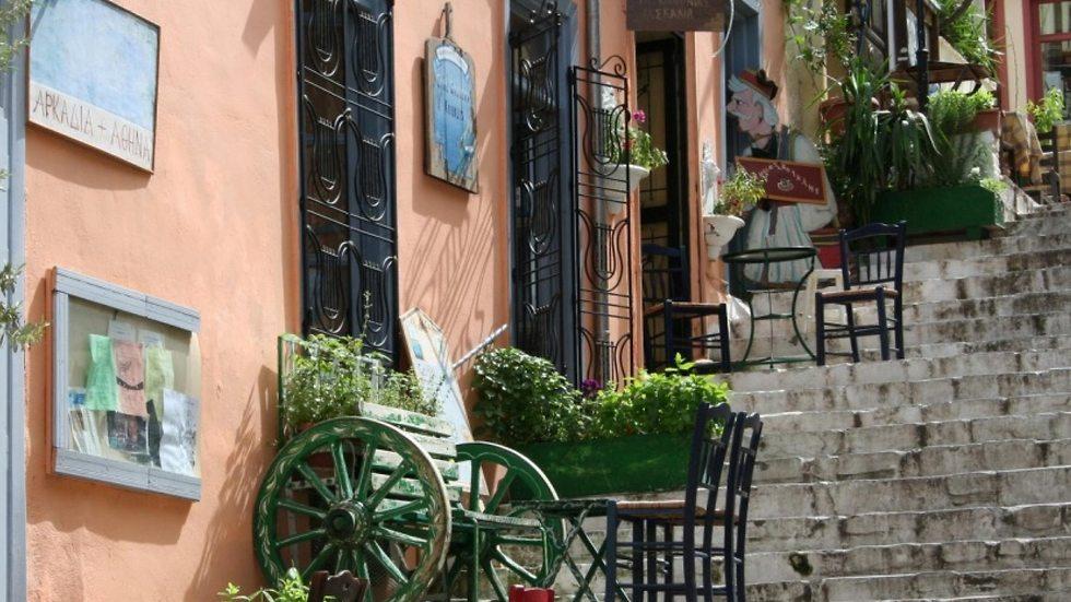 מדרגות פלאקה (מתוך אתר המלון Emmantina Hotel)