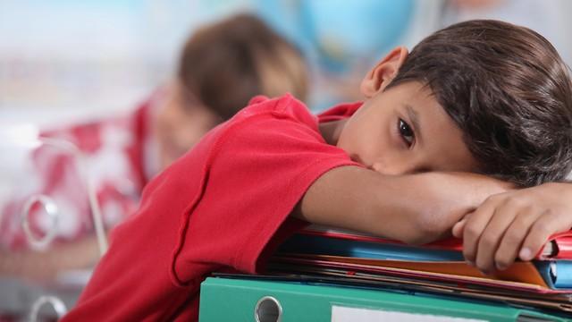 ילד משועמם בכיתה (צילום: shutterstock)