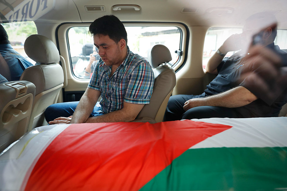 Гроб с телом Аль-Батша. Фото: AP (Photo: AP)